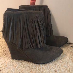 Chinese laundry Grey, fringe wedged bootie